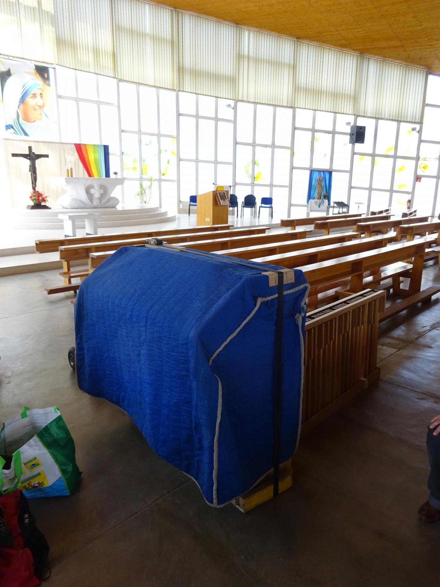 Déballage de la console de l'orgue Ecclesia T150