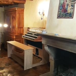 Studio 350 b