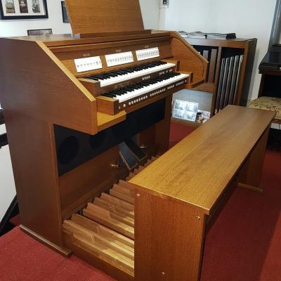 Location d'un Orgue d'église JOHANNUS Ecclésia T-150 chêne foncé / Clavier bois