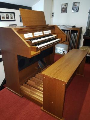 orgue d'Eglise ECCLESIA T-150 chêne foncé  JOHANNUS 26 jeux  avec CAISSON-SP5 et clavier bois
