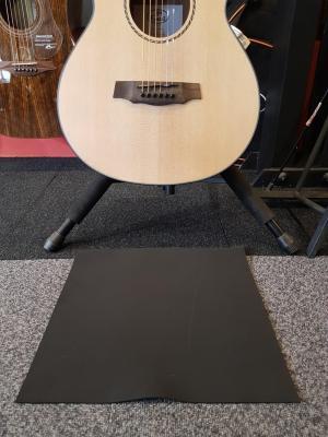 Tapis 35 cm x 35 cm anti glissement pour guitare