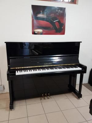 LOCATION d'un piano droit d'occasion YAMAHA 121cm B3e