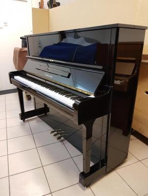 Piano droit d'occasion YAMAHA U1 121 cm noir brillant 4.350.000-1987