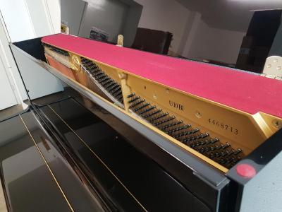 Piano droit d'occasion YAMAHA U10-4460000  121 cm noir brillant