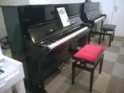 YAMAHA piano droit U1Q-SH2-PE  121 cm avec SILENT finition noir brillant