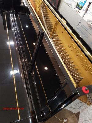Piano droit d'occasion YAMAHA U1X-3900000 121 cm noir brillant