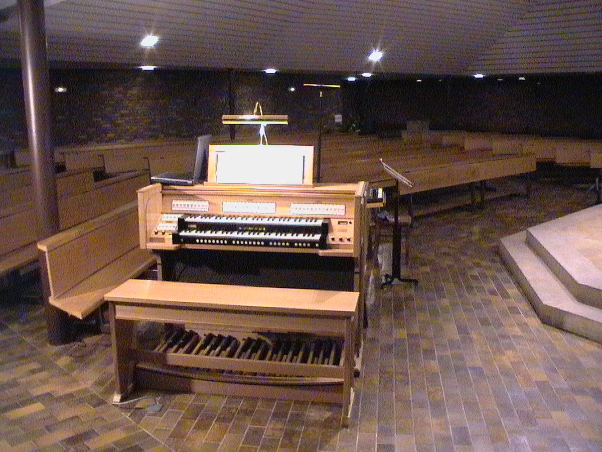 EGLISE St Alphonse( 1975 ) de VOGELGRUNN ( orgue Sweelinck 2 claviers )