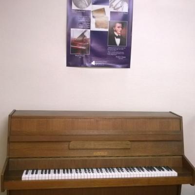 Piano droit d'occasion HUPFELD noyer satiné 108 cm