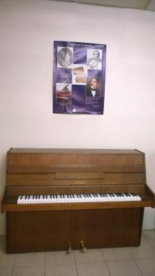 Piano droit d'occasion HUPFELD noyer satiné 108 cm
