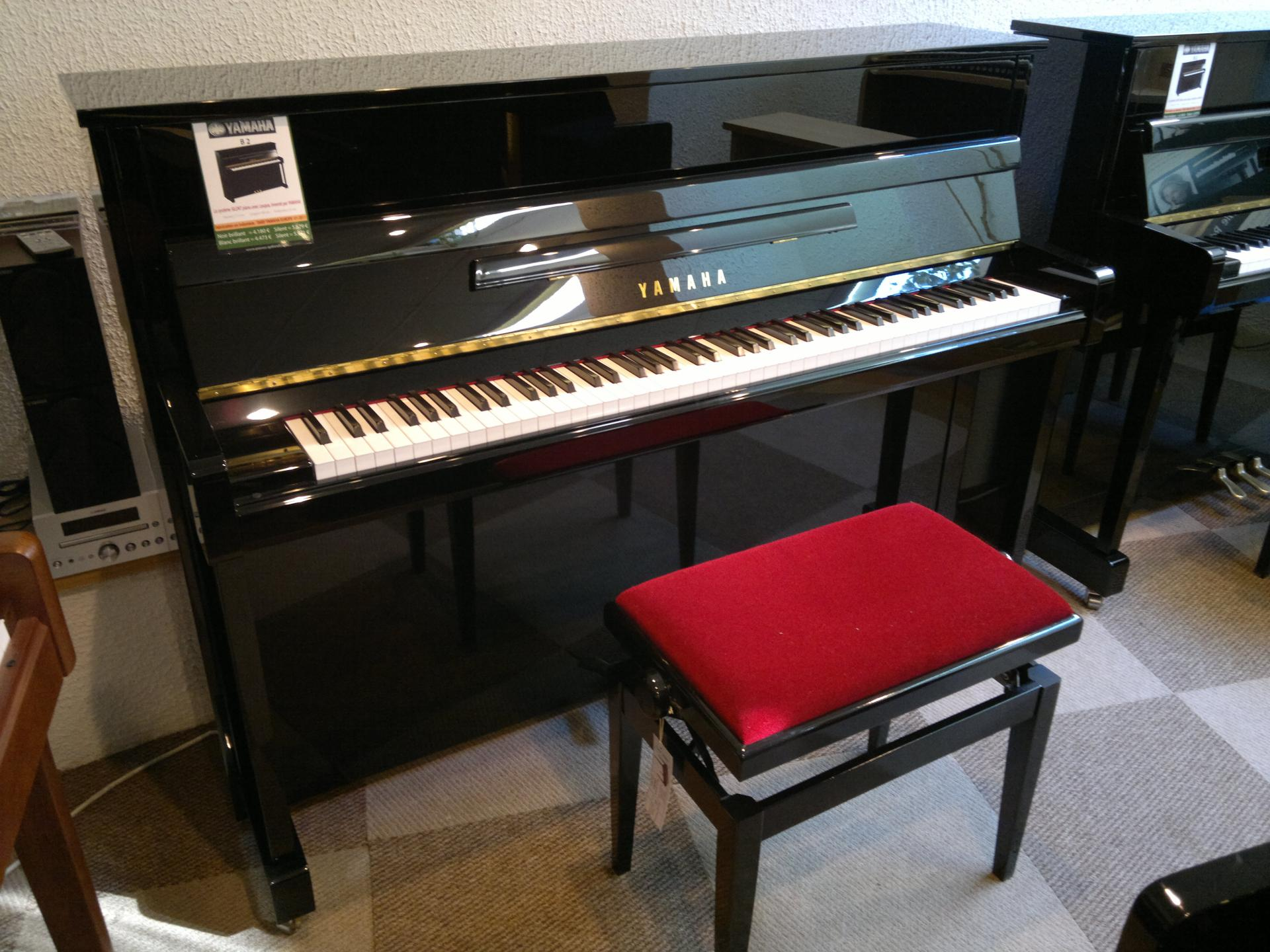 yamaha piano droit neuf b2 pe 113 cm noir brillant. Black Bedroom Furniture Sets. Home Design Ideas