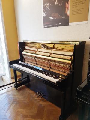 Piano droit d'occasion YAMAHA U1 121 cm noir brillant 5.911.000-2002