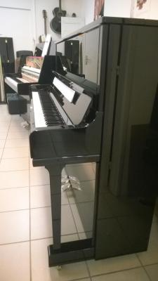YAMAHA YUS1-SH2PE piano droit SILENT CONCERT noir brillant 121 cm